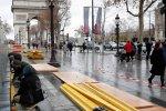 巴黎香街上 外国游客正在成为即将灭绝的