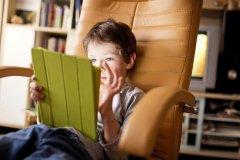 法国严控孩子看电子屏幕 危害大!
